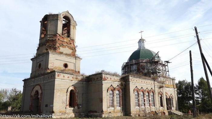 Эта икона должна была прибыть к 14 сентября, но удивительным образом оказалась в Чуриках накануне воздвижения накупольного креста.