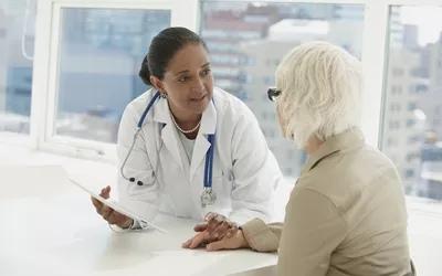 Геморрой часто возникает у пожилых.