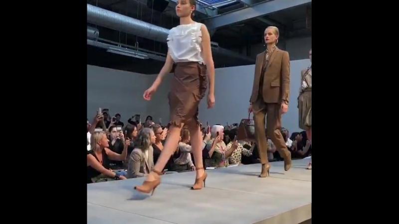 17 сентября 2018: показ Burberry весна/лето 2019 в рамках недели моды в Лондоне, Великобритания.