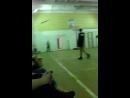 играют волейбол