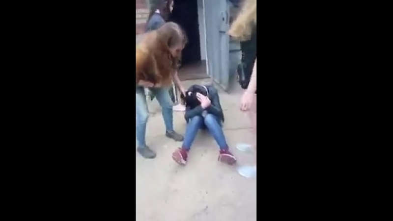 В Московской области гопницы избили сверстницу|По жести