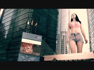 Unkown giantess in the City (巨胸襲港  #巨人 #巨胸 # 本士製作 #好大呀)