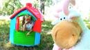 Полина строит новый дом для животных и воспитывает непослушного козла Видео для детей super polina