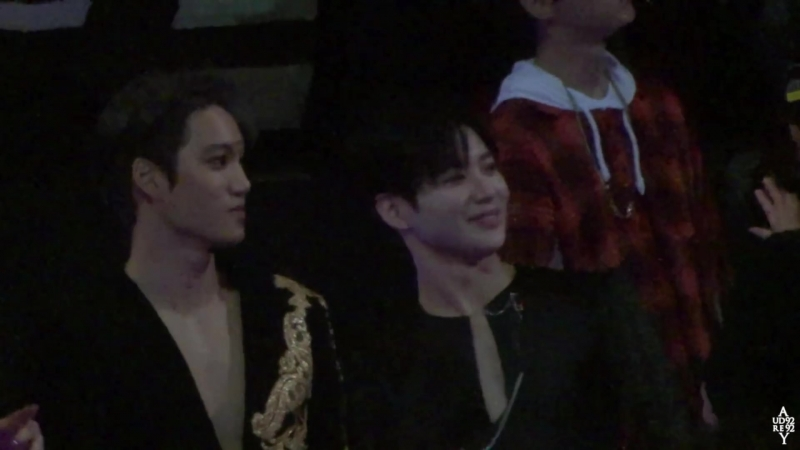 [FANCAM] 171201 Mnet Asian Music Awards in Hong Kong @ EXO's Kai reaction to Super Junior Black Suit