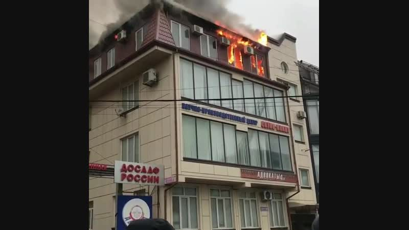 Пламя охватило здание ДОСААФ в Махачкале
