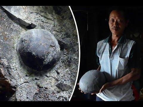 Каменная форма жизни Каждые 30 лет из горы выходят круглые камни