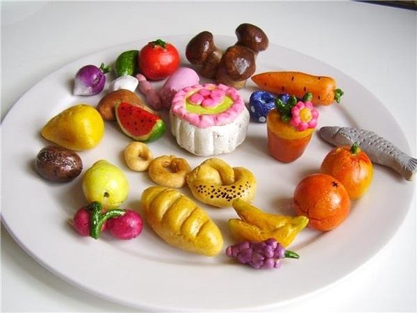 Моя миниатюрная еда из пластилина,полимерной глины и солёного теста для кукол! :)