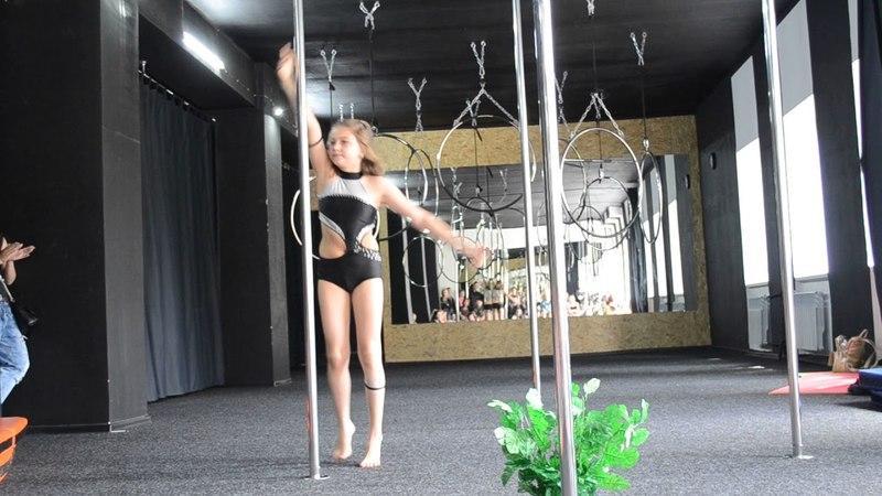 Шаблий Лера \ pole dance \ PLASTILIN