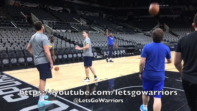 Draymond shows some intensity vs Chris DeMarco while shooting around, centers by committee do drills