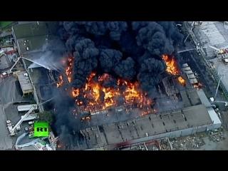 Взрывы и токсичный дым: пожар на химзаводе в Мельбурне
