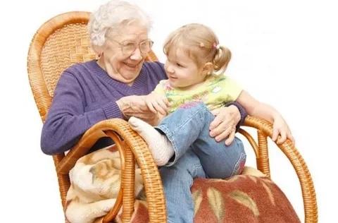до чего доводит «женская мудрость» жила была девочка, хорошая и правильная. с раннего детства она радовала маму и папу, заодно - слушалась бабушку. бабушка говорила, что счастье женщины — в
