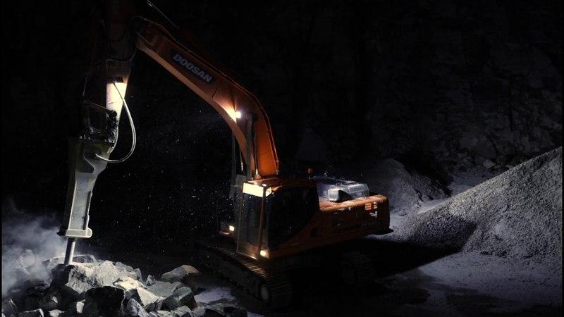 NORDIC LIGHTS Экскаватор на каменоломне с фарами серий CENTAURUS LED и PICTOR LED