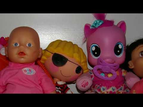 Злые игрушки следят за детьми