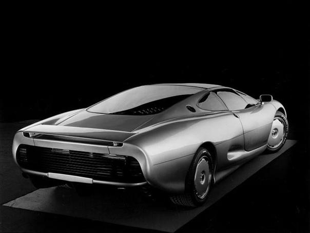Вехи истории : 1988 Jaguar XJ220 Дизайнер - Кейт ХельфетСамый амбициозный проект Jaguar среднемоторный полноприводный суперкар XJ220, который впервые показали в 1988 году на мотор-шоу в