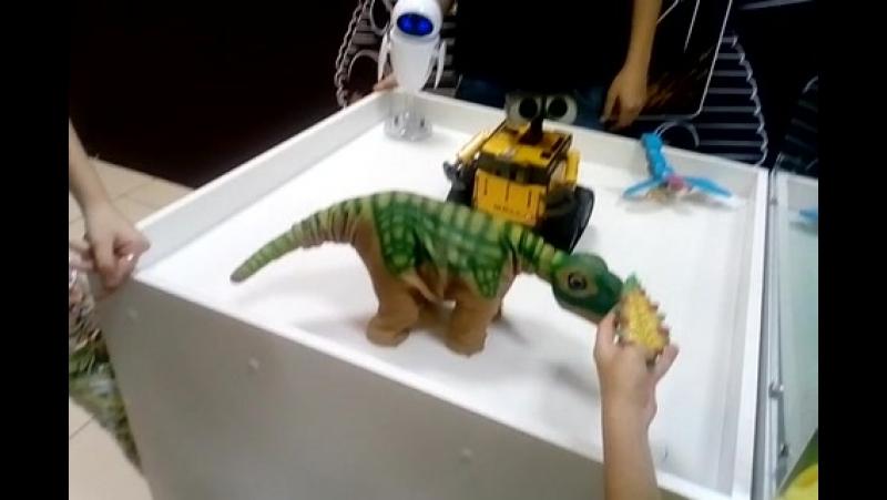 динозавры тоже любят ласку