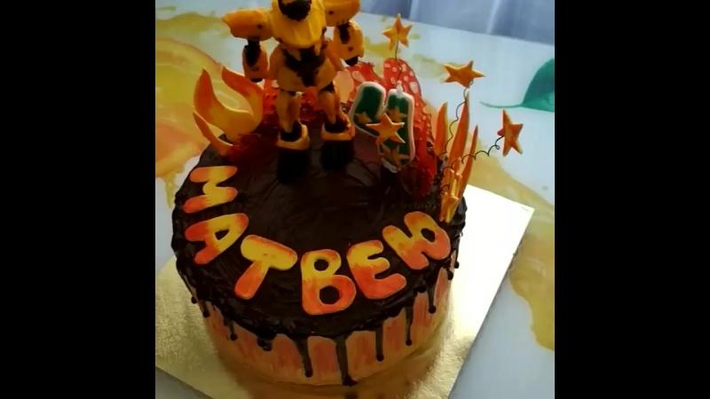 3 килограммовый тортик с любимым супергероем на день рождения Матвея готов и ждёт,когда за ним приедет заказчица