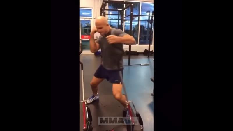 Джуниор Дос Сантос в АТТ. Тренажеры для подготовки участвующих в ударе мышц