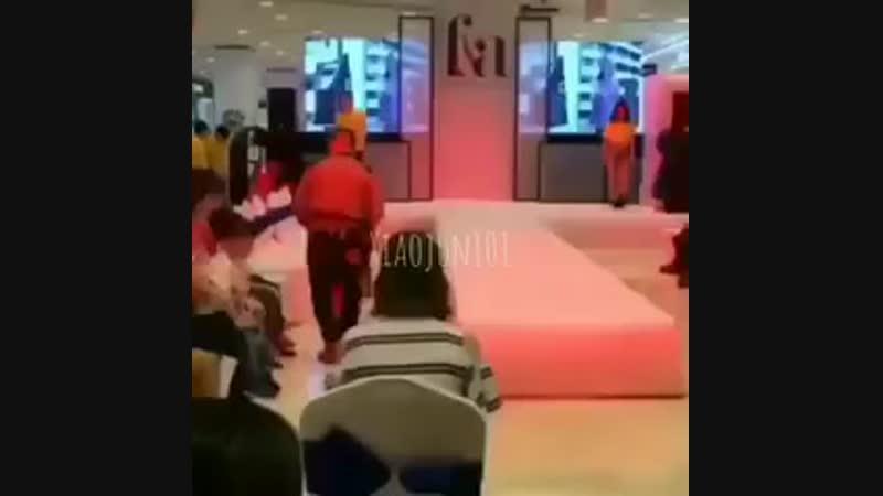Xiaojun dancing to troublemaker w/ a girl aksksksk we need the full version asap