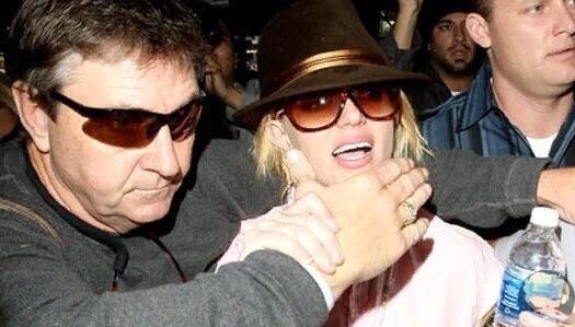 Бритни Спирс сообщила в суде, что отец насильно отправил певицу в психиатрическую клинику против её воли и накачивал сильными психотропными веществами