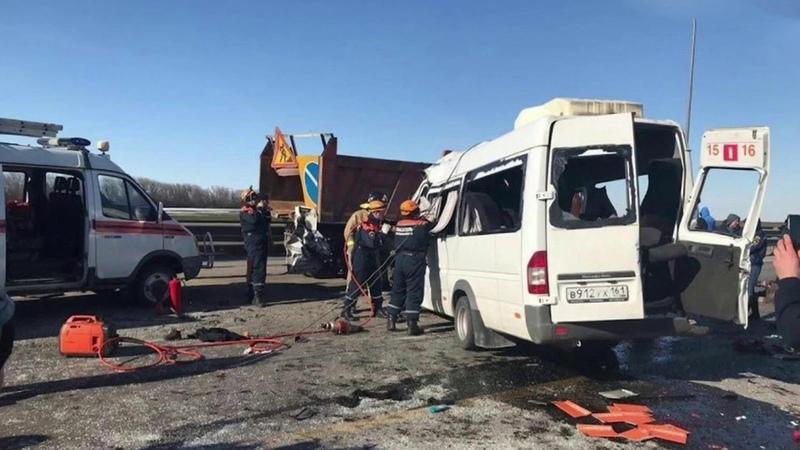Шесть человек погибли семь пострадали врезультате аварии вРостовской области Новости Первый канал