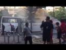 Hier sehen wir eine Bande Migranten, beim plündern eines Touristenbusses, in Marseilles.