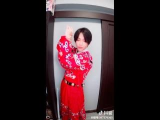 """10-2018 穿着@净燃汉服工作室 的周年庆飞鱼服""""灵隐"""" 你喜欢红还是蓝? #原创国风计划"""