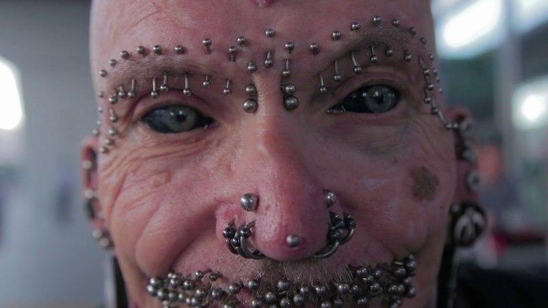 Самый пирсингованный человек в мире Рольф Бухгольц в Киеве рассказал о сексе и шокировал фокусом