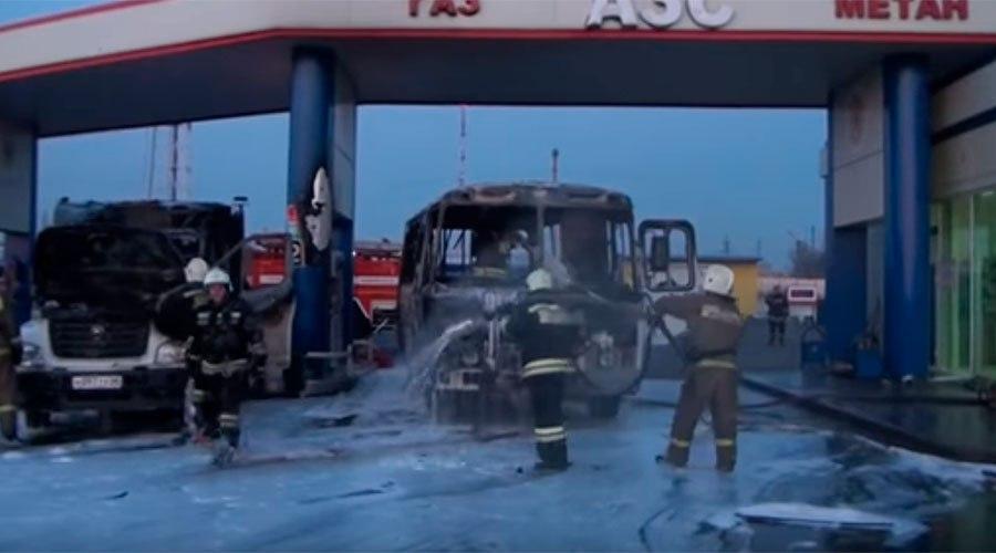 В Курске на АЗС загорелись автобус и грузовик