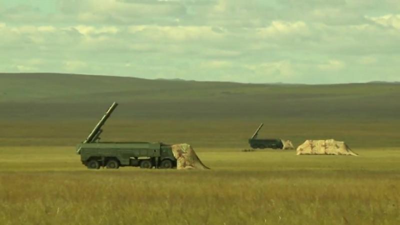 Пуск ракет оперативно-тактическими ракетными комплексами Искандер-М на учениях Восток-2018