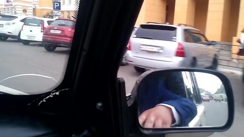 Злой бас в машине. Валим музыку по городу