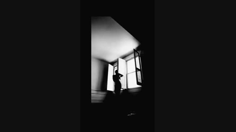 Ana Lee Evans danse sur Me so 'mbriacato d'Alessandro Mannarino