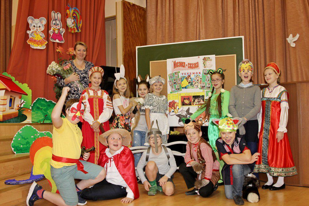 Спектакль «Теремок» прошел в школе № 1416 района Лианозово