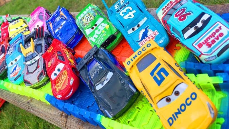Машинки Тачки Гонки Кто Быстрее Молния Маквин и Друзья Гонщики Мультики для Детей