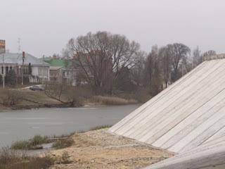 В Йошкар-Оле завершен первый этап строительства дамбы в районе Красноармейской слободы