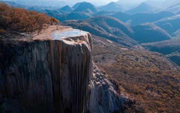 Водопад Иерве-эль-Агуа называют каменным, или застывшим Он расположен в 50 км на юго-восток от города Оахака (Мексика).Фото: DIMITAR