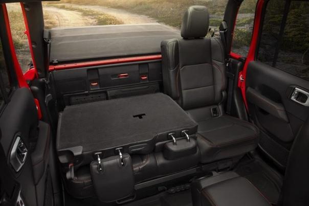 В Лос-Анджелесе дебютировало новое поколение «Гладиатора» Jeep Год назад здесь же, в Калифорнии компания Jeep показала серийный Wrangler четвертой генерации, а сейчас привезла в Лос-Анджелес