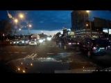 В Минске женщина выбежала на дорогу на красный и спровоцировала аварию. [ПОДСЛУШАНО КОБРИН]