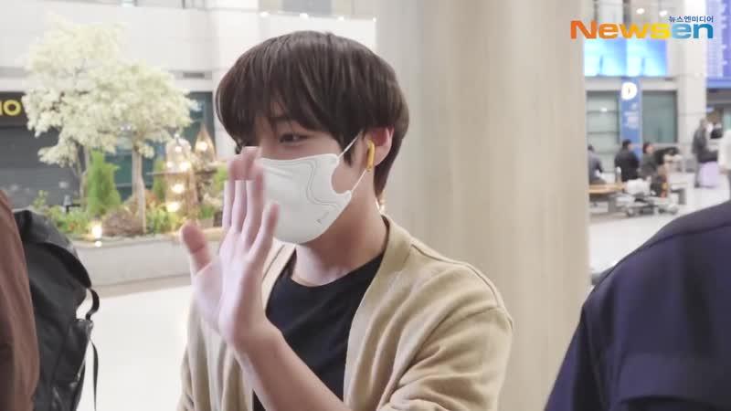Park Jihoon (박지훈), 눈맞춤만으로도 행복한 순간 [NewsenTV]