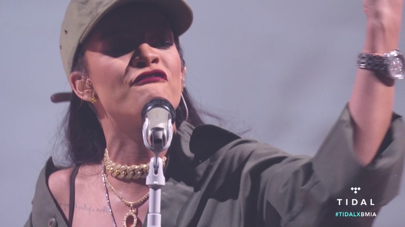 Rihanna - Love On The Brain (Live at Made In America Festival)