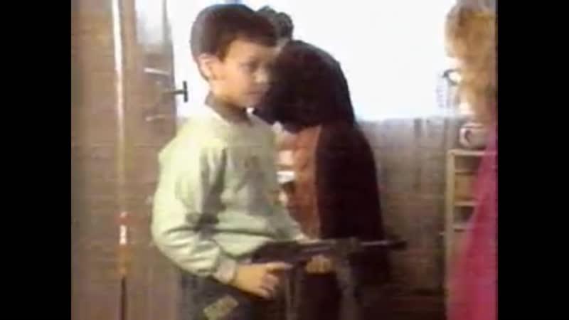 Деги Дудаев показывает Чеченское оружие Борз