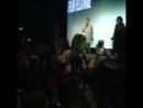 Ce soir Champs Élysées Film Festival a eu la joie d'accueillir Desiree Akhavan et @ chloegmoretz pour l'avant première de Com
