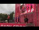 «Магис Спорт» Взлетная. Тренеры проводят аэробику на массовой тренировке в Парке Спорта