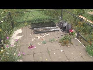 Вандалы на кладбище