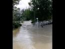 Обстановка в Архипо-Осиповке. Уровень воды только повышается, ни один мост на другой берег недоступен. Вот такое доброе утро. ⠀