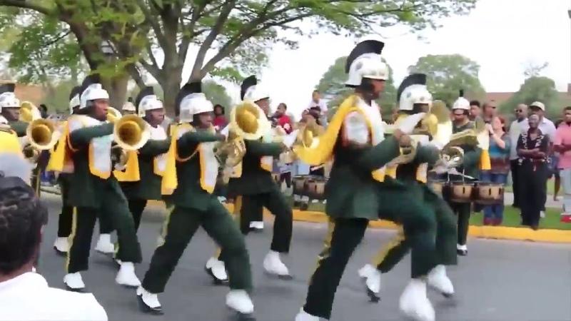 Парад, полк Норфолкского университета, США - парад джаз-эскадрона имени Юлия Цезаря