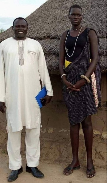 17-летнюю девушку продали замуж за 530 коров, 3 Land Cruiser и $10000, устроив аукцион на Facebook