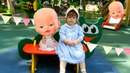 Кукла Беби бон и Лиза играют на детской площадке в парке