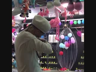 I'm still not over when taehyung chose to spend 20 just to get the flamingo plushie for hobi