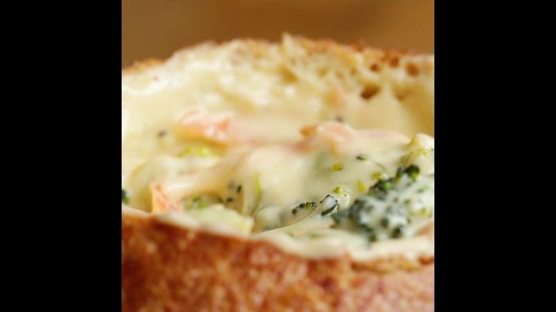 Сырный суп с брокколи в булочке(One-Pot Broccoli Cheddar Soup)