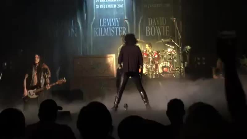 Alice Cooper Lemmy tribute, Ace Of Spades, Palace Theater, Albany NY 9-28-16 ( 360 X 640 ).mp4